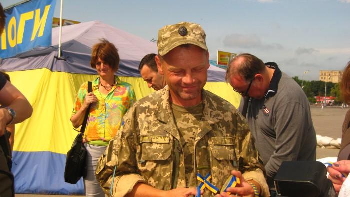 IMG_7555 - Kämpfer in der Ostukraine, wirbt um Spenden
