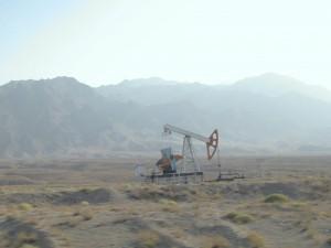 Ölpumpe in der Steppe  Zentralasiens